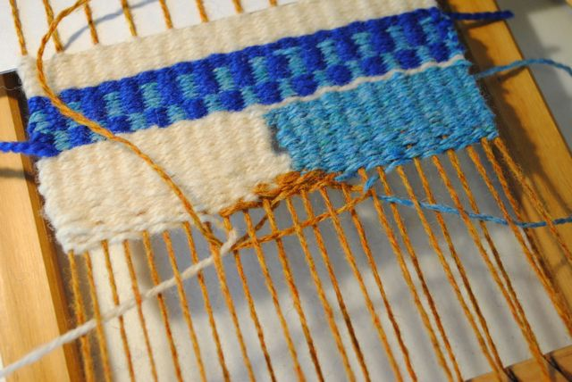 The Little Dog Blog: Table Loom Weaving 101 *** this is a now project if you are interested, it might also interest Gregeory, I know Glenn can easily make this***