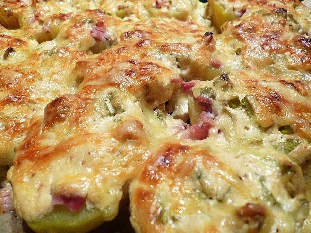 Beste Rezeptesammlung: Belegte Ofenkartoffeln (Pellkartoffeln mit Speck, Schmand und Käse überbacken)