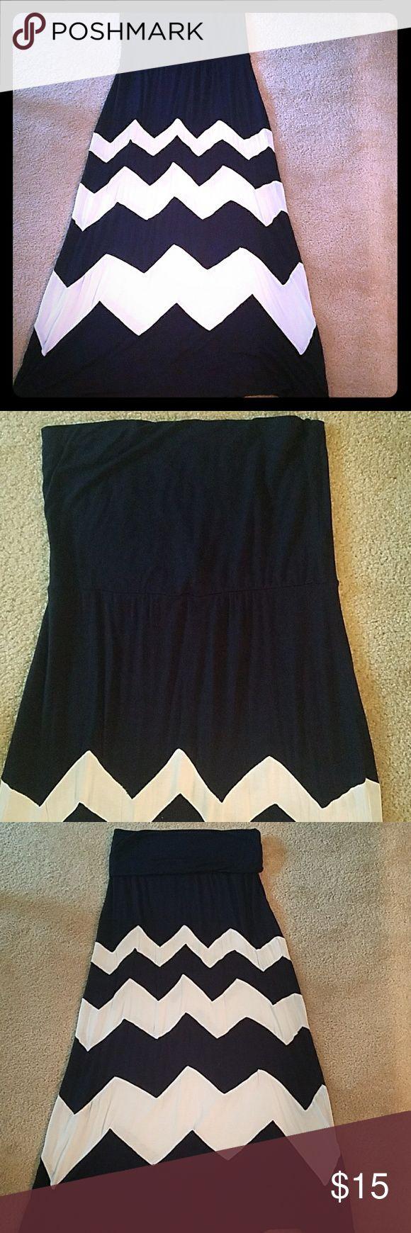 Maxi Navy Chevron dress Maxi tube top dress or long skirt. Navy /white Chevron print. Size Large. brand:Charming Charlie Charming Charlie Dresses Maxi