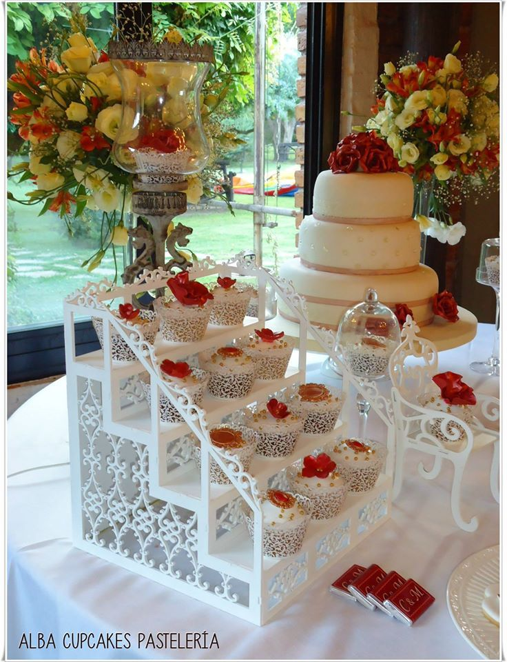 1000 images about cupcake cake stands on pinterest - Mesa tower crystal ...