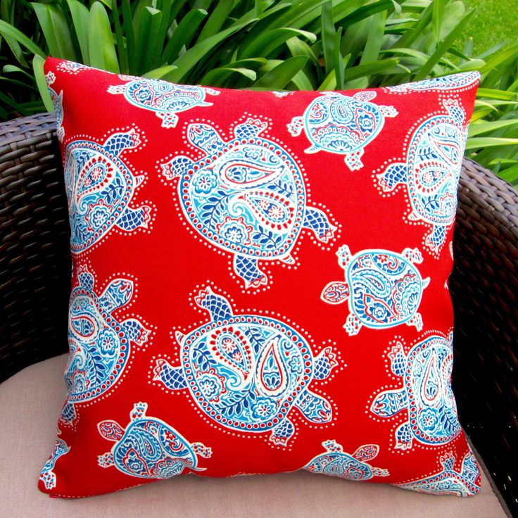 This is a perfect toss pillow for porches, patios, deck side, pool side and boat side. This pillow is suitable for casual outdoor living and indoor use.
