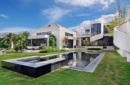 It 39 s a mod mod world see 10 modern homes for sale palm for Ultra modern house plans for sale
