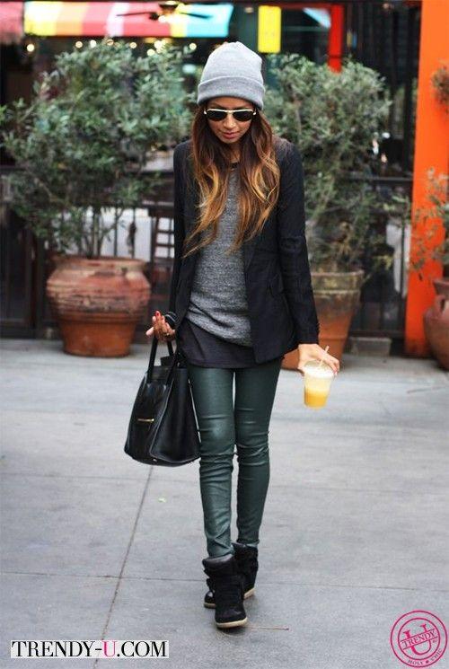 Кеды, узкие брюки и шапка-носок