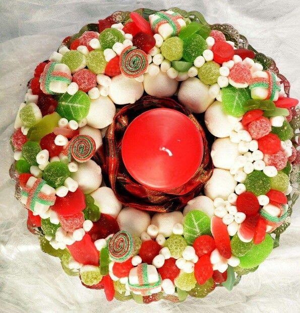 Centro de #chuches en forma de corona navideña.#coronanavidad
