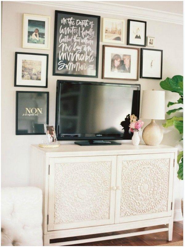 Как украсить стену фотографиями вокруг телевизора