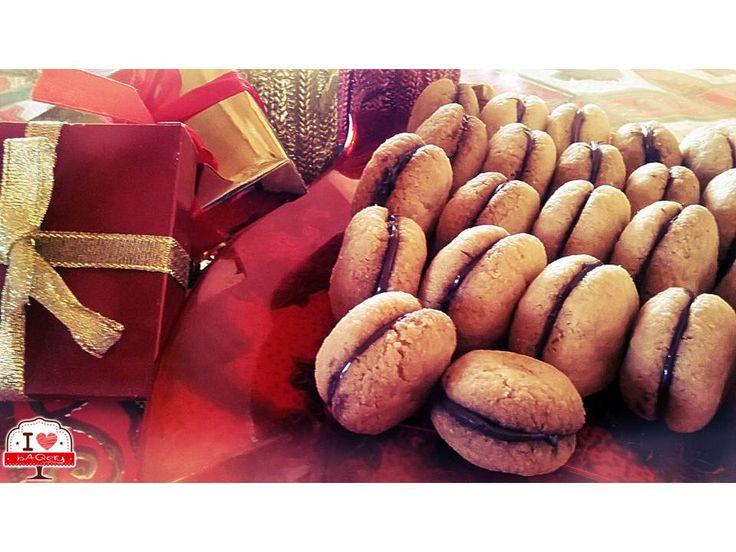 Eccoli pronti! Dolcissimi e croccantissimi! Presto proveremo anche la versione con le Nocciole! :-D   #ilovebaqery #dolcipronti #bacididama #mandorle #nocciole #tradizione #italia