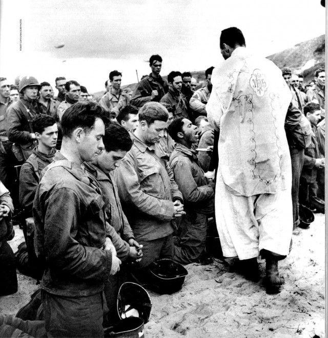 4. 12 juin 1944 - la sainte messe est célébrée à Omaha Beach