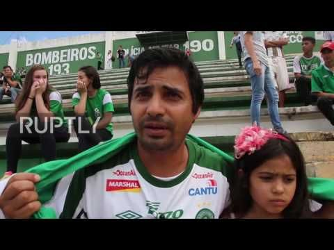 Brazil: Hundreds of fans gather to mourn Chapecoense footballers killed in plane crash - YouTube