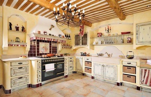 cucina tradizionale in legno dipinto (stile provenzale) les cuisines du luberon