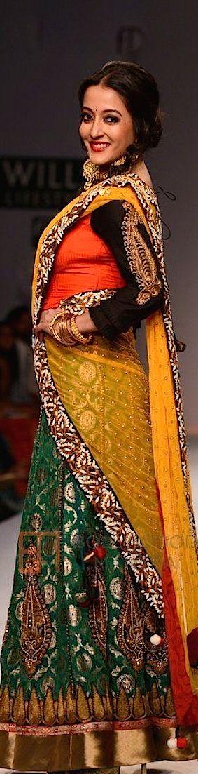 """Raima Sen for Joy Mitra at Wills Fashion week 2014 - Tribute to Rituparno Ghosh's """"Chokher Bali""""  - original pin by @webjournal"""