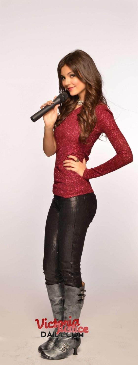 Victoria Justice – Tori Goes Platinum Victorious Promos