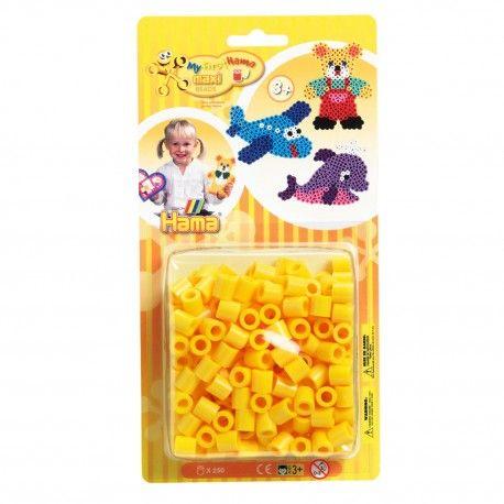 Zakje met 250 Hama Maxi strijkkralen in de kleur geel. Kleurcode 03.  Afmeting verpakking 22,5 x 11,5 x 4,5 cm Geschikt voor kinderen vanaf 3 jaar.