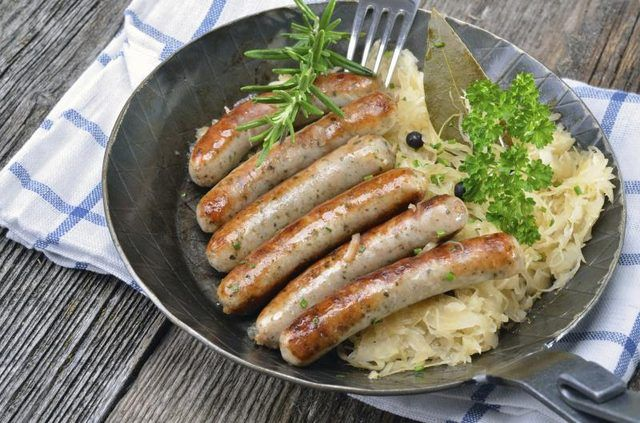 How to Cook Sausage and Sauerkraut