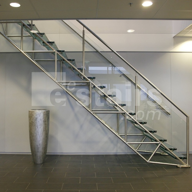 Straight stairs glass by eestairs