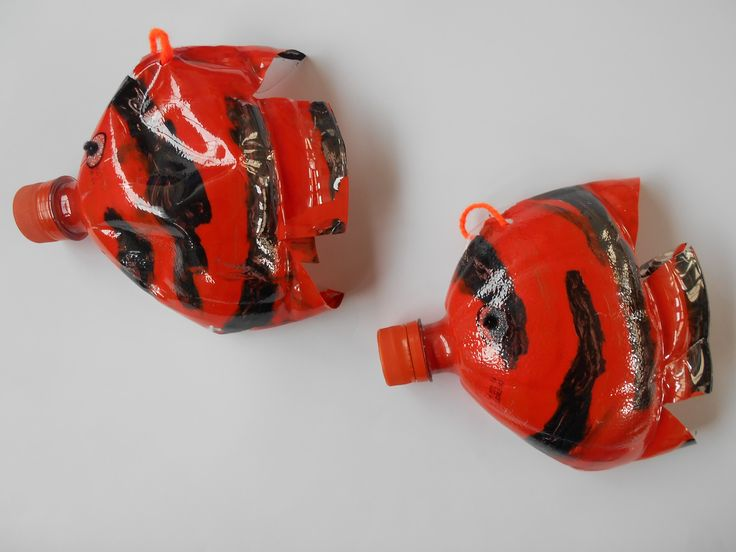 Peces con botellas plásticas.  // Making fish with plastic bottles and paint.  L.P.J.V.