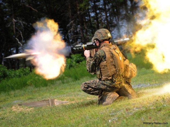 AT-4 được đưa vào biên chế của quân đội Mỹ năm 1980 để thay thế cho súng chống tăng M72 LAW vốn tỏ ra yếu thế trước súng chống tăng RPG-7 của Nga.