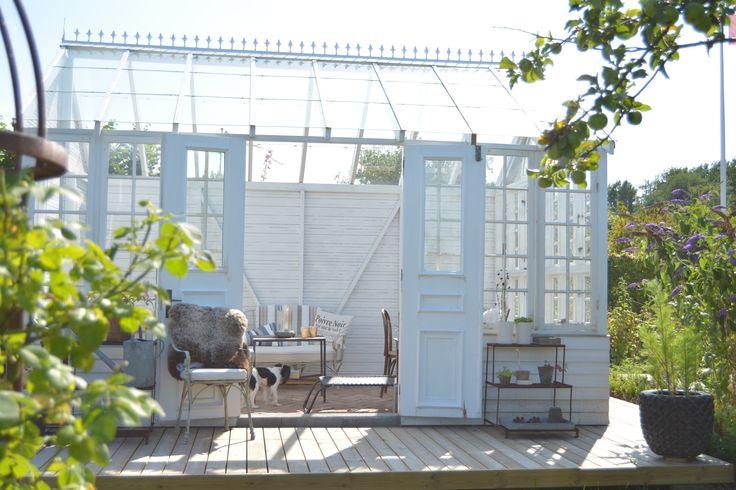 Gardenhouse In small garden