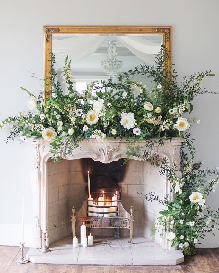 How incredibly beautiful is this floral design created at the @tallulahroseflowerschool Wedding Flower Course Retreat! My blog post featuring lots more photos of this fabulous floristry course is featured in my #FloristFriday blog post on Flowerona today. Simply tap on the link in my profile if you'd like to take a look. | #UnderTheFloralSpell #TallulahRoseRetreat