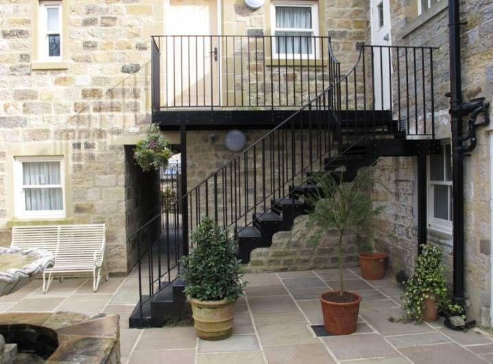 Escaleras metálicas exteriores e interiores. Precios a medida