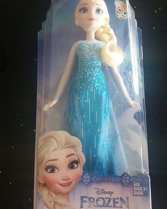 Todas las niñas quieren ser Elsa, y que mejor que darles una en miniatura, Muñeca Elsa de Frozen, disponible ya! #frozen #elsa #disney #barbie #muñeca #juguetes #juguetesvenezuela #niños #niñas #juguetesbarquisimeto http://misstagram.com/ipost/1567082791894823932/?code=BW_ZX8YhLP8