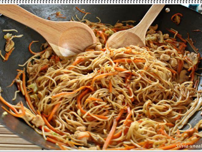 Paste cu legume si pui - in stil chinezesc
