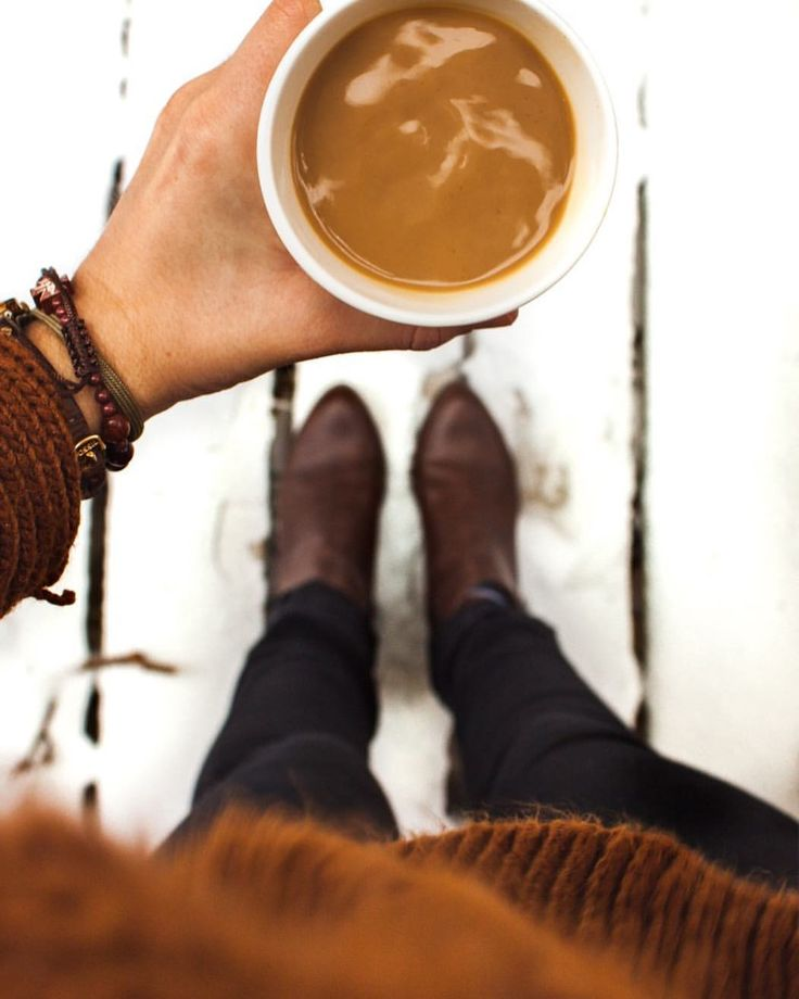 Coffee and snow aesthetic on this Monday.
