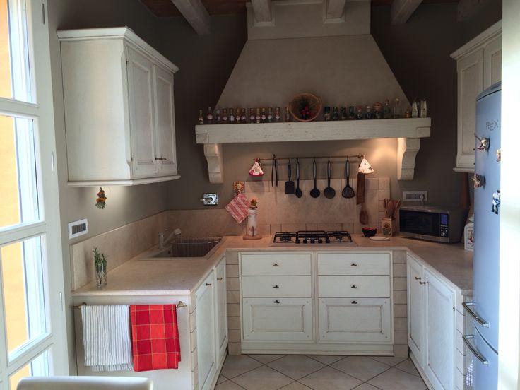 Cucina in legno laccato anticato