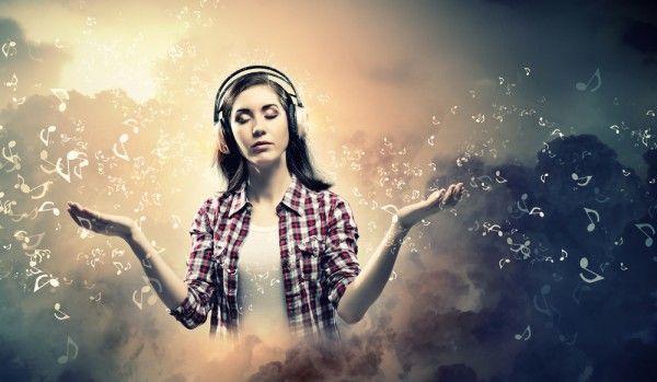 La #mindfulness è una pratica che permette di prendere #consapevolezza di #sè e dell' attimo che si sta vivendo cosa che, presi dalla #vita frenetica di ogni giorno, ci dimentichiamo spesso di fare. Questo articolo fornisce alcuni consigli pratici per imparare a concentrarsi sù di sè in ogni momento.