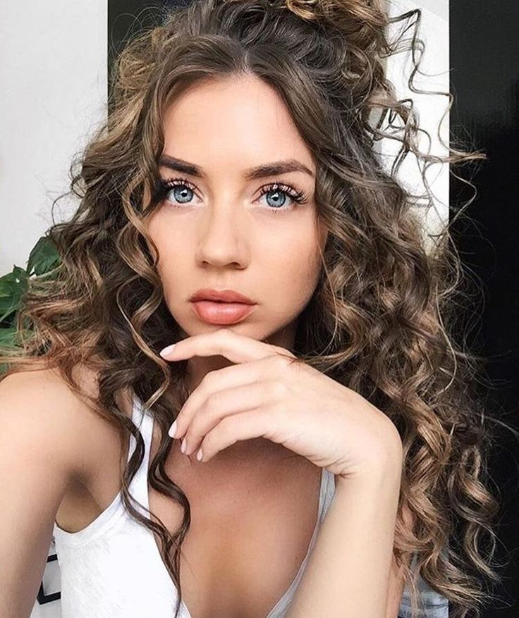 20 Fun and Sexy Hairstyles for Naturally Curly Hair If you would like your hair to remain set for the whole day, just rub in some gel. If you're b...