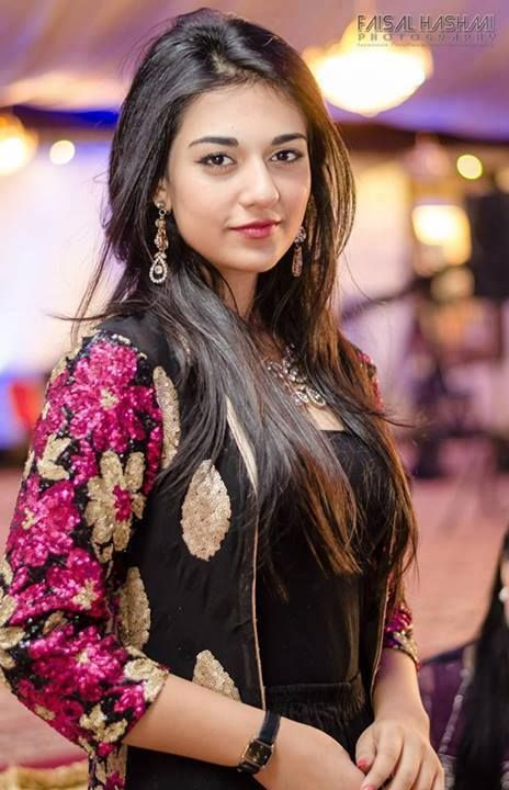 Sarah Khan New Pakistani Actress very hot and beautiful wallpapers
