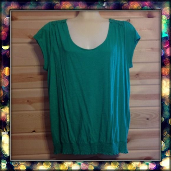 Old Navy XXL Top Kelly green short sleeve shirt with smocked hem and lace on the shoulders. Worn once I think, it looks like new. Old Navy Tops Tunics