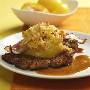 Zapečený vepřový kotlet s broskví a sýrem..... http://www.igurmet.cz/recepty/maso/veprove-maso/veprova-kotleta/zapecene-kotlety-s-broskvemi-syrem-4294/