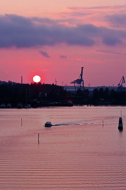 sunset_turku_1   View from the Hirvensalo bridge to Turku ha…   Flickr