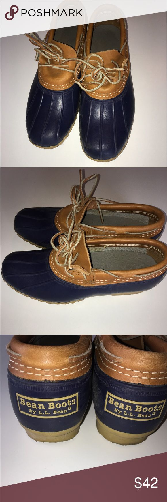 Women's LL Bean Duck shoes! Size 9 Women's LL Bean Duck shoes! (Sorry I have no idea on how to tie these 🤦♂️) but their in good condition! Size 9 L.L. Bean Shoes