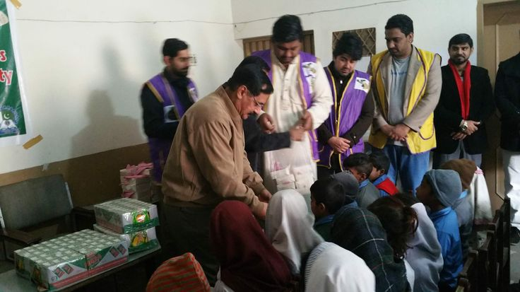 Sialkot Eden Campus #LionsClub (Pakistan) provided children with lunch and juice