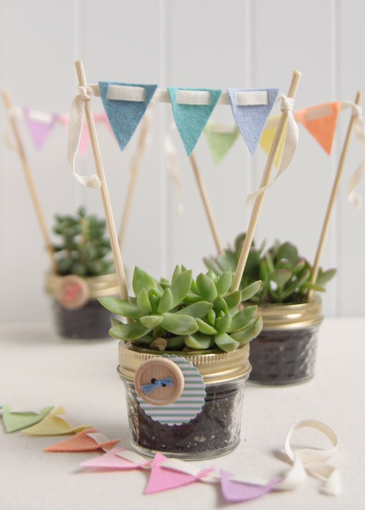 Everything in miniature is just cuter right? Little garlands are no exception