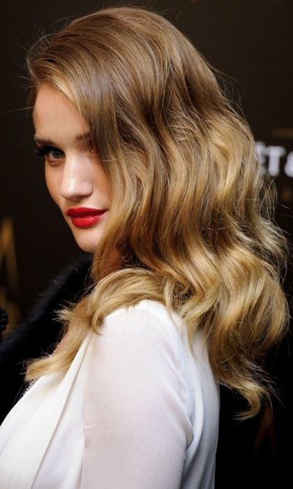 : Rosie Huntington Whiteley, Hairstyles, Hair Colors, Haircolor, Beautiful, Red Lips, Hair Style, Soft Waves, The Waves