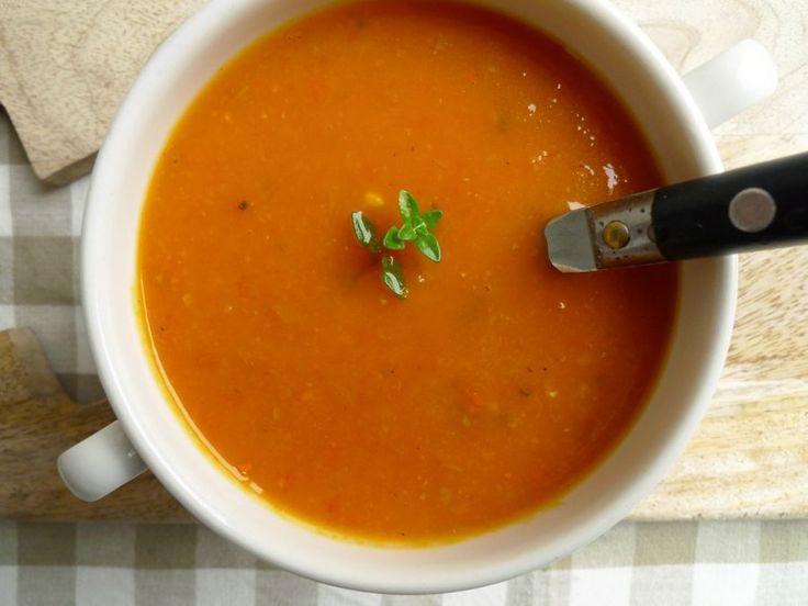 soep van geroosterde pompoen, tomaat, knoflook en ui.