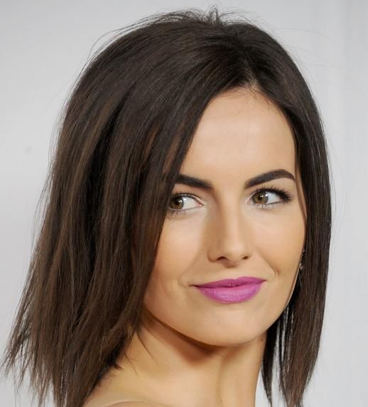 The effortless beauty of Camilla Belle. Wear a bright purple lipstick, then you will get the spotlight.