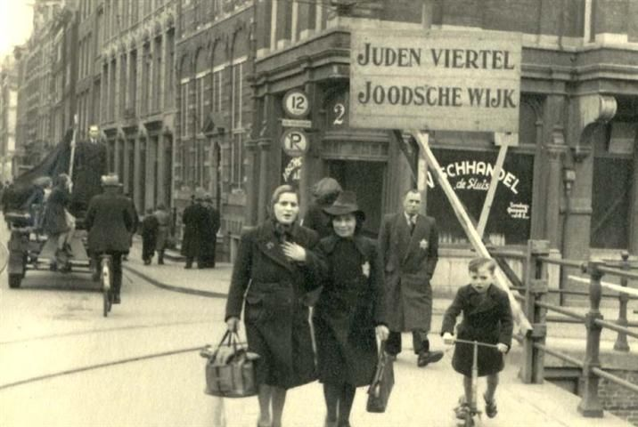 1943. Old Jewish quarter of Amsterdam during German occupation. On the right the Rembrandt house. #amsterdam #worldwar2