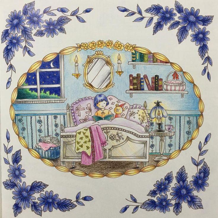 おやすみの前に  水彩色鉛筆  内装プラニングも兼ねて 塗ってみました。 青と白が基調のお部屋。 女の子が(寝る前に)読むにしては 重厚な本が並んでいるのが 気になります。笑  #ロマンティックカントリー #大人の塗り絵  #コロリアージュ  #色鉛筆 #coloriage #coloringbook #adultcoloring #adultcoloringbook