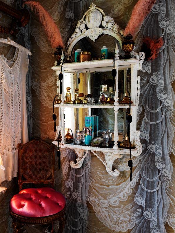 Dressing room. Lace Manor. I want this sooooooooo bad!