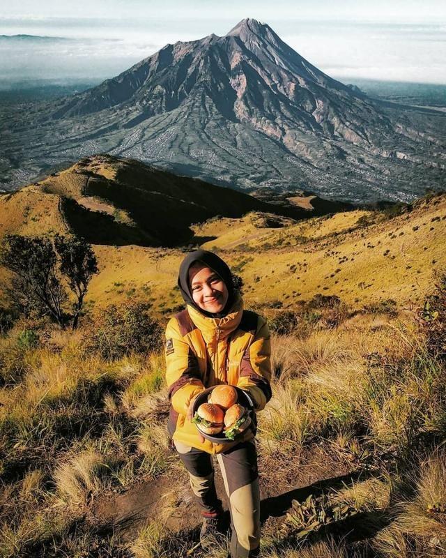 20 Gunung Terindah Di Pulau Jawa Bikin Kamu Ingin Mendakinya Menunggang Kuda Pemandangan Pegunungan