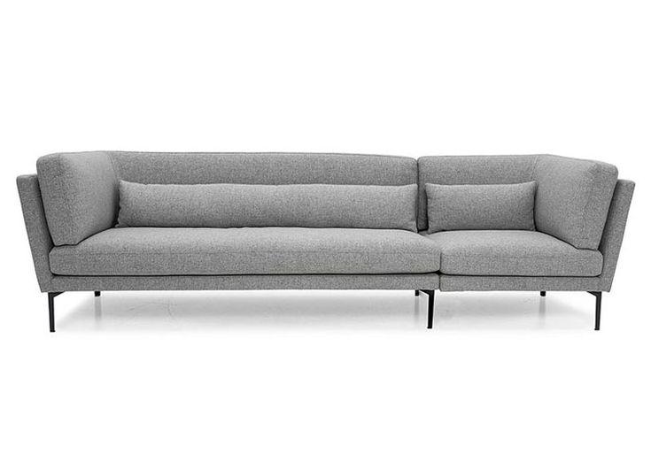 Le canapé 3 - 4 places Rox en laine gris clair est une pièce classique qui s'intègrera parfaitement à votre intérieur. Les lignes nettes et essentielles du canapé exaltent la qualité du revêtement en laine.