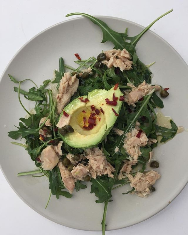 Gut Makeover 2 minute lunch: handful of rocket, half an avocado, large spoon of light tuna in olive oil from a jar, squeeze of lemon juice, drizzle of extra virgin olive oil, sprinkle of dried chilli flakes, a scattering of capers. Still in shock after yesterdays London news. Needed something simple and microbiome supportive from bits in the fridge. #thegutmakeover #gutmakeover #mood #anxiety #microbiome #gutbacteria #evoo #mediterraneandiet
