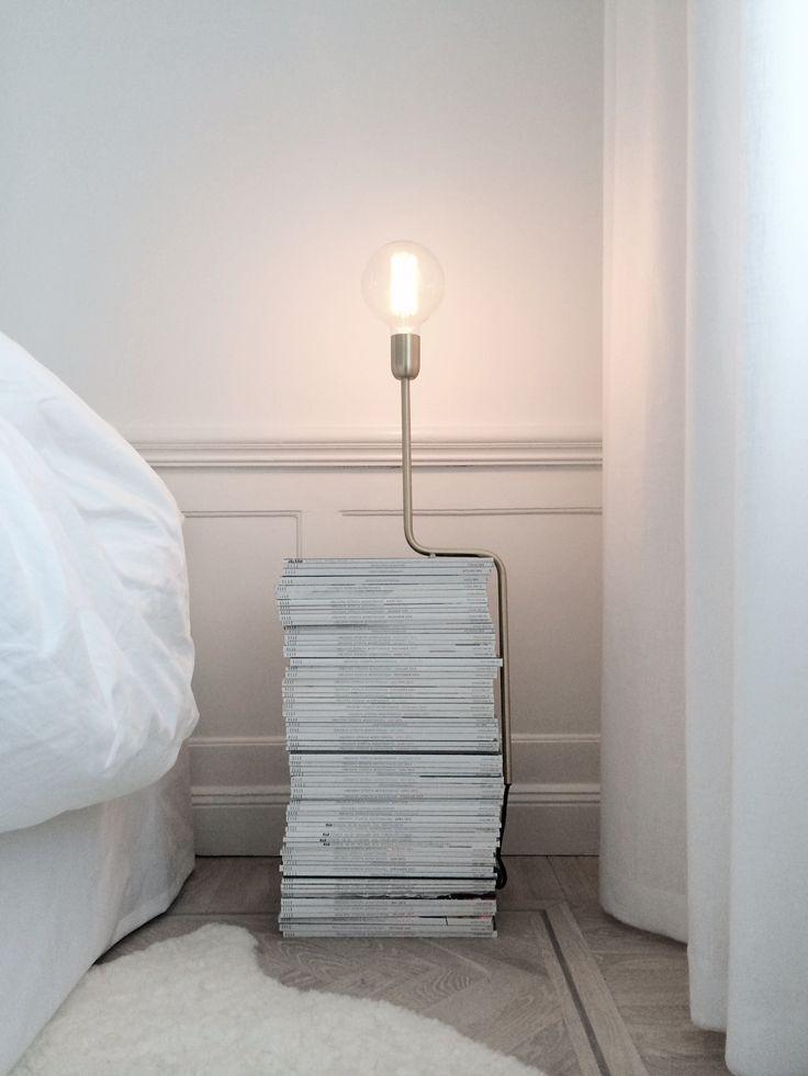 platsen bredvid mig i min säng fick också en sån här lampa och det kan hända att jag överdoserar såna nu med tanke på att det finns såna i varje fönster hos oss men jag bara älskar dem. från underbara artilleriet.