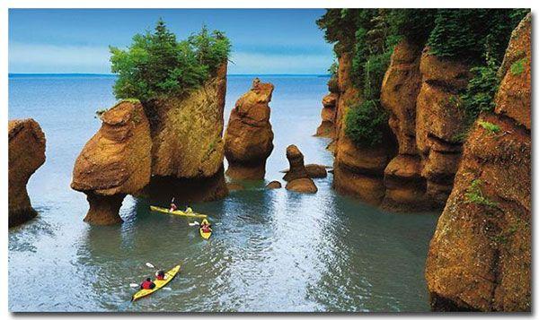 La bahía de Fundy es un brazo de mar situado en la costa atlántica de Canadá, en el extremo norte del golfo de Maine, entre la parte continental y la gran península de Nueva Escocia.