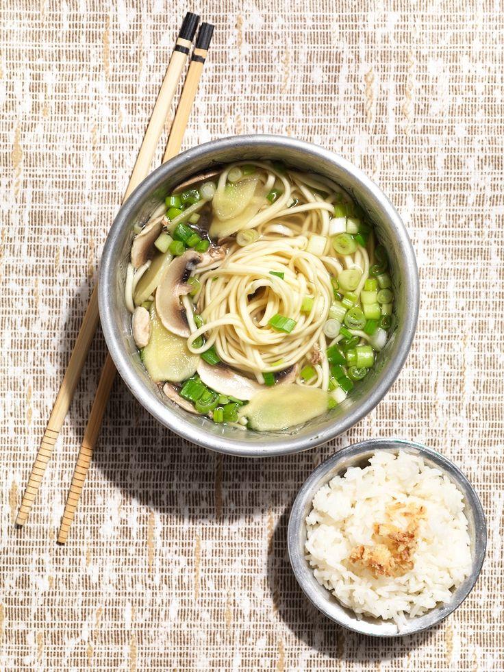 Soupe aux nouilles, champignons, gingembre & jeunes oignons
