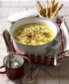 Unser beliebtes Rezept für Zwiebel-Rahm-Senf-Suppe und mehr als 55.000 weitere kostenlose Rezepte auf LECKER.de.
