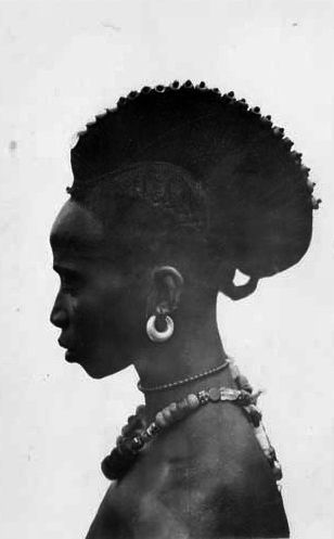 Africa | Portrait of a Foulah woman. Guinea. A.O. F (French West Africa). || Scanned photographic postcard; Coll. Lattes & Cie (Burkina Faso)